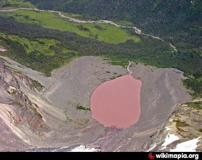 Lima Danau Berwarna Pink Paling Unik di Dunia