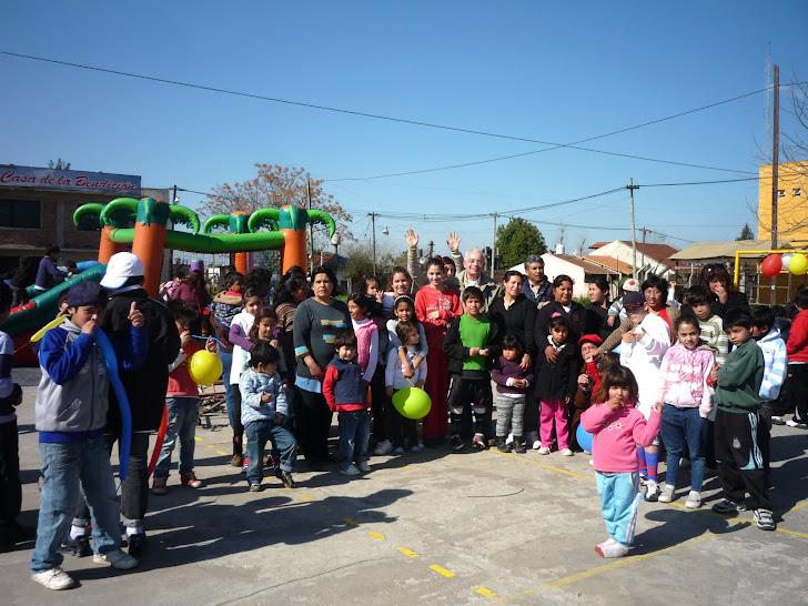 Realizando actividades para nuestros niños