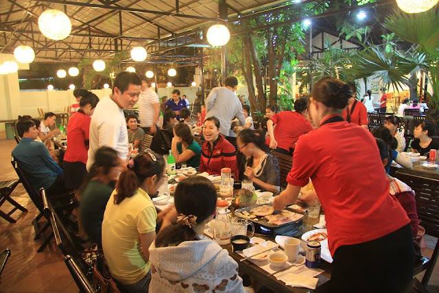 Khách đến ăn tại Nhà hàng Hàn Quốc Suraon Khổng tử, Thủ Đức