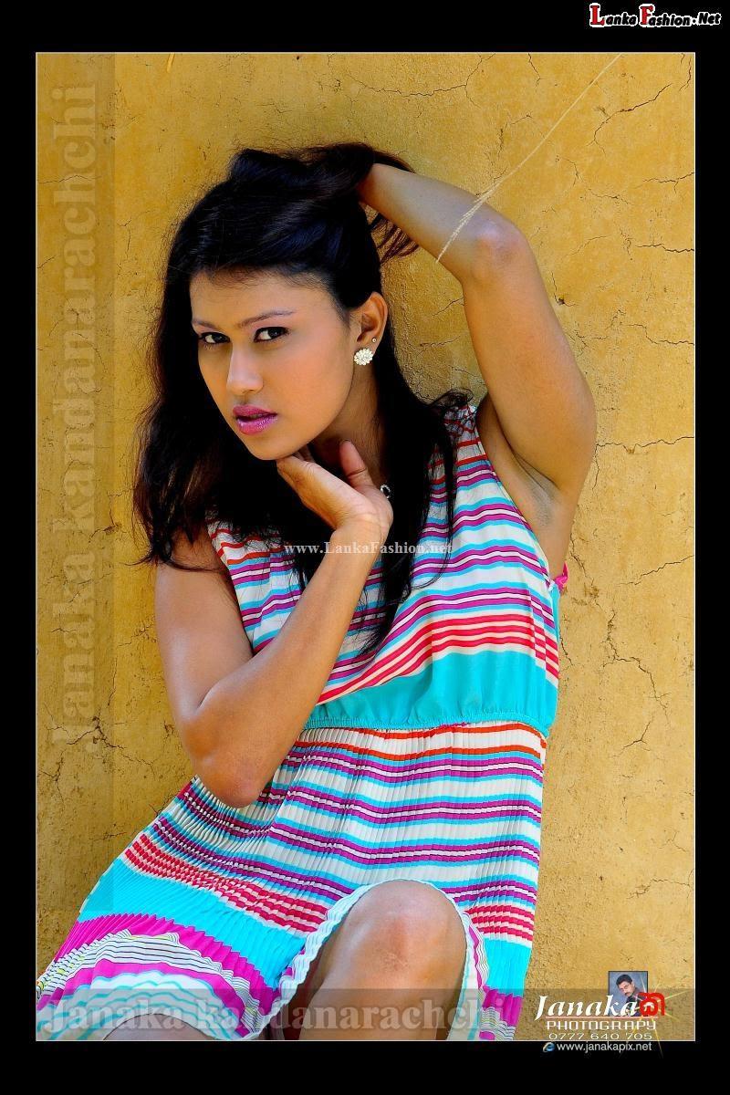 model Chathu Paba Dilhara sexy legs