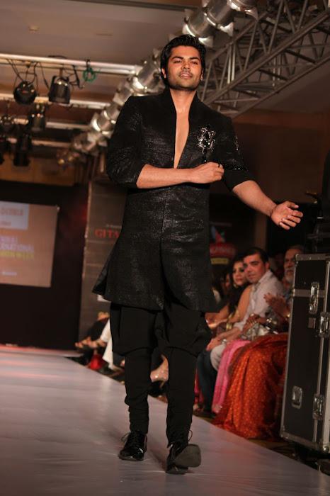parvathy omanakuttanganesh venkatraman @ fashion hot images