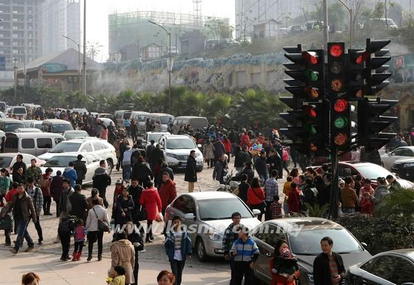 Pelik tapi benar lampu isyarat paling mengelirukan di China