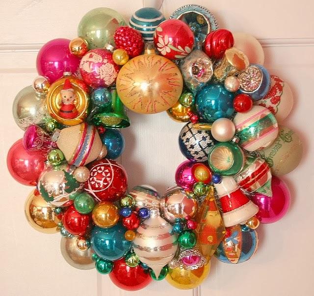 C mo hacer una corona navide a con esferas - Como hacer guirnaldas de navidad ...