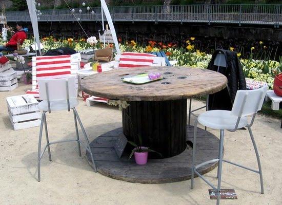 Para el exterior sillones de palets y mesas de bobina de for Mesas de palets para jardin