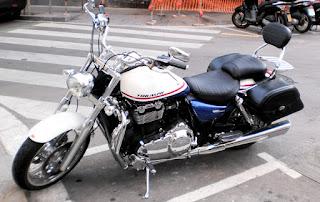 Tapicería de asientos de moto acolchada a rayas