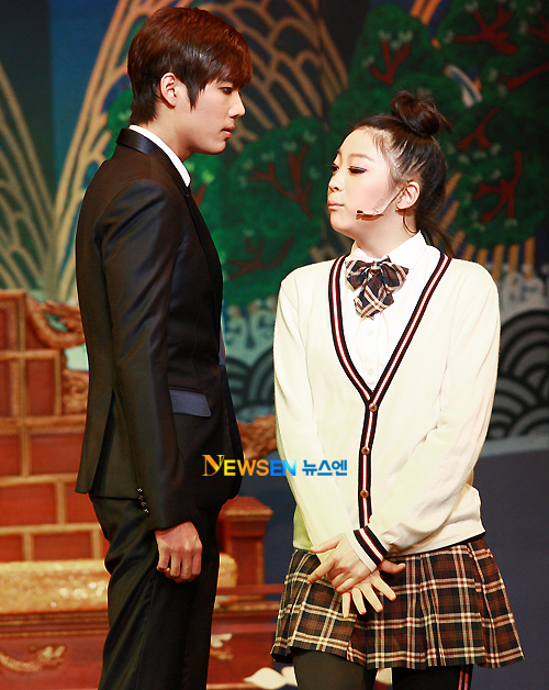 [MUSICAL] 08/04/2011 - KyuJong @ Goong Musical  - Page 4 KJ-Goong-media-11