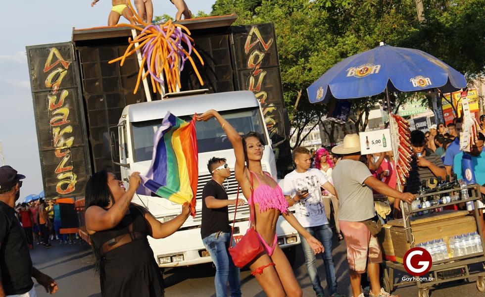 Cinco mil pessoas participam da Parada do Orgulho LGBT de Ceilândia