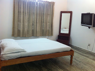 http://www.munnartourguide.com/2012/07/lc-cottage-munnar-lc-cottage-4-bedroom.html