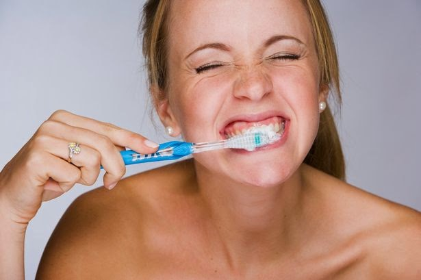 Mencegah Gigi Kuning Dan Bengkak