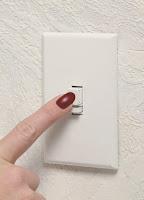 De lichtschakelaar gebruiken om geld te besparen