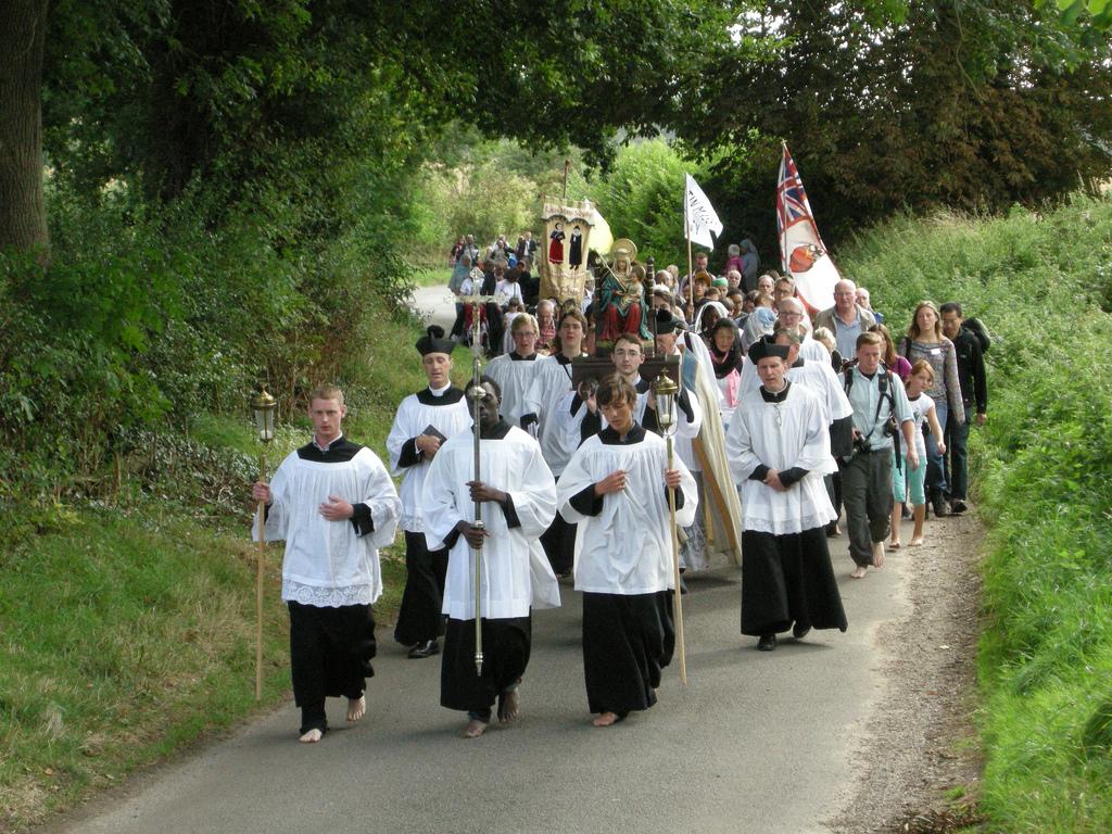 http://1.bp.blogspot.com/-oQB6C0iNnPU/UEDv3xCeIaI/AAAAAAAABRc/oyj8a-6jgLo/s1600/holy-mile-hedgerows.jpg