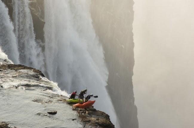 Экстремальный каякинг на водопаде Виктория. Замбия, Зимбабве, Южная Африка.