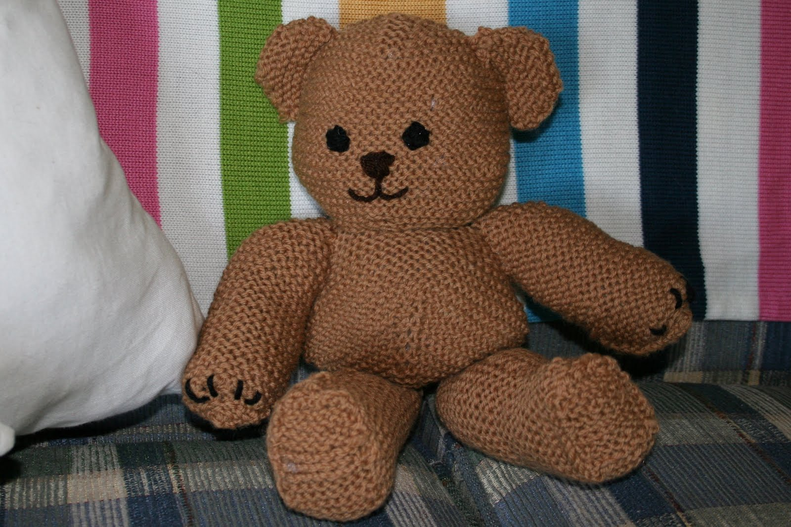 Knitted Heart Pattern Free : joyful strength: knit teddy bear