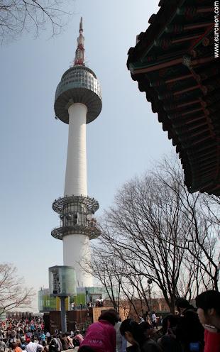 Torre N de la montaña Namsan en Seúl