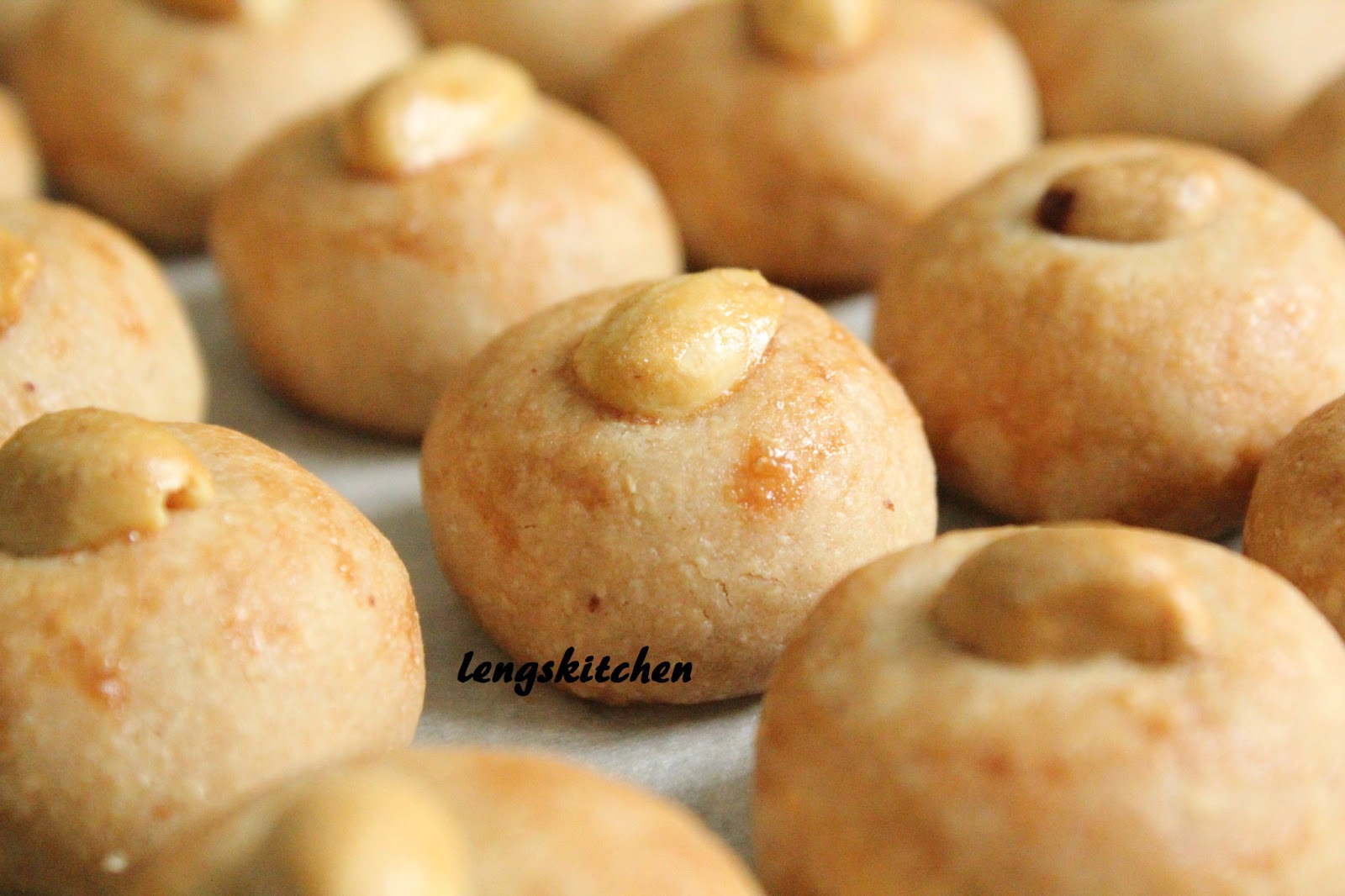 Kitchen Chaos: Peanut Cookies 花生饼 - Chinese New Year Series