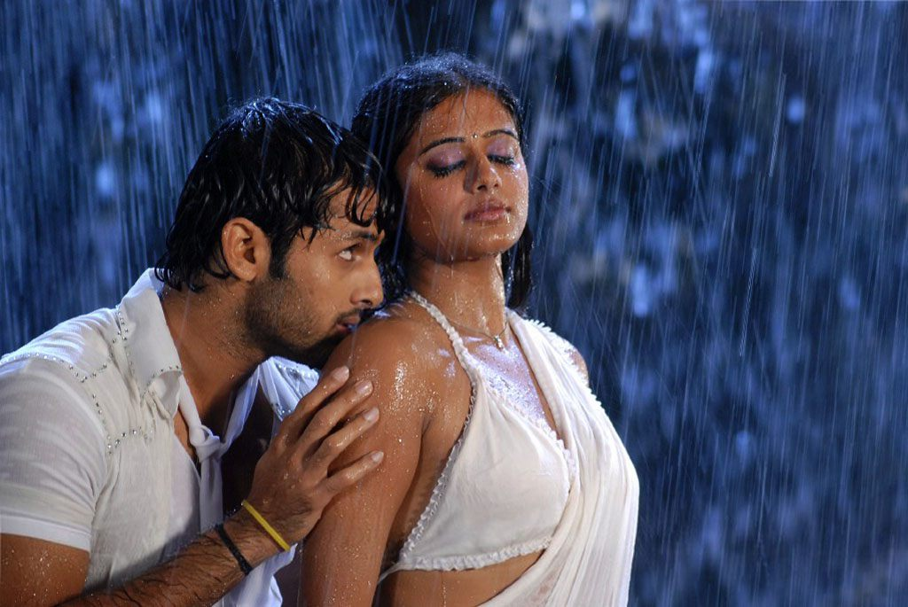 South Actress Priyamani Hot Wet White Saree S Gallery