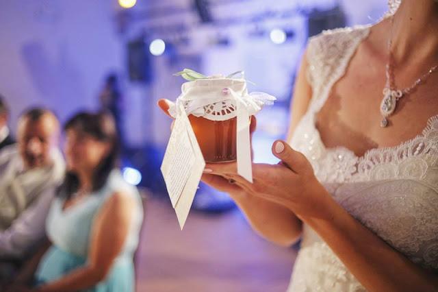 delikatny wisiorek ślubny sutasz