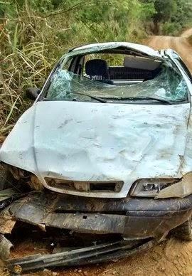 Carro ficou destruído (Foto: Giro em Ipiaú)