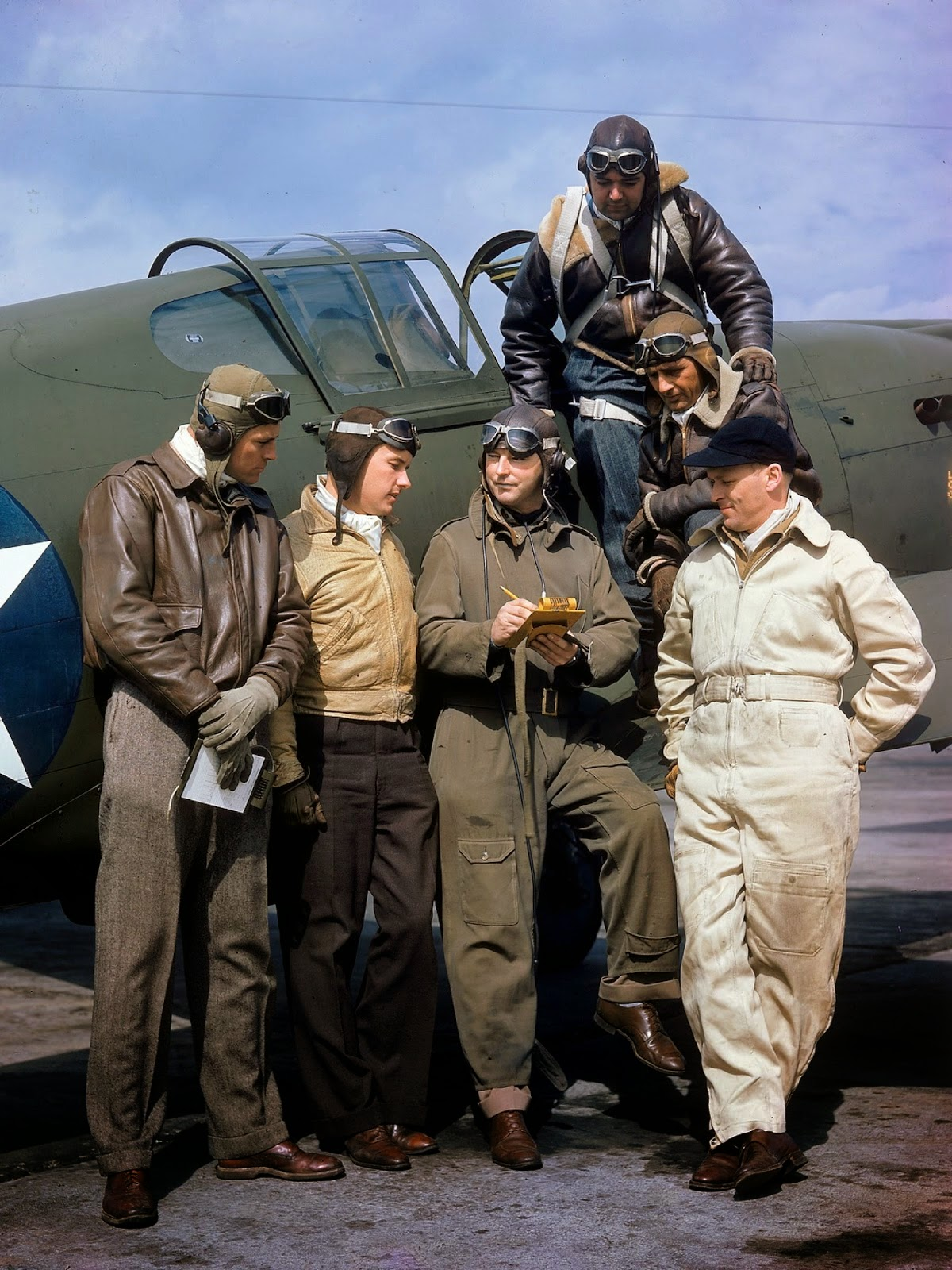 http://1.bp.blogspot.com/-oQr4ucNQATo/VLabbZqbImI/AAAAAAABOLQ/JgabFkoMZCI/s1600/Rare+Color+Photographs+from+World+War+II+(22).jpg