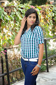 Liza reddy glam pix in jeans-thumbnail-16