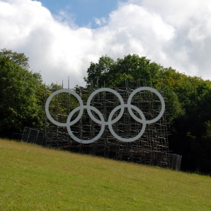 Next London Olympics 2012 : Surrey Gears up for the Games with Giant Olympic Rings