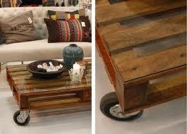 Mesa auxiliar hecha de palets de madera