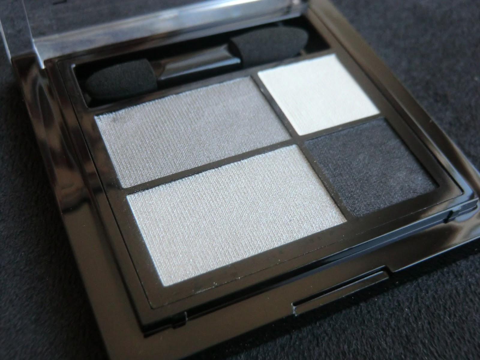 http://lenas-sofa.blogspot.de/2013/04/manhattan-eyemazing-effect-eyeshadow.html