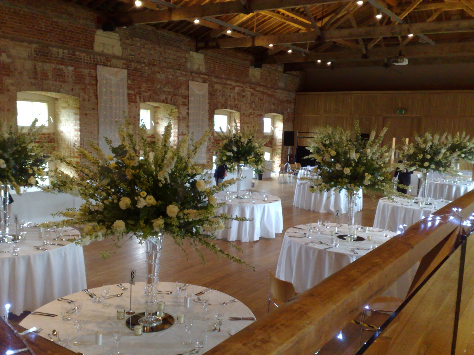 Tollys Flowers Wedding Flowers Cambridge Selecting Flowers And Colours For Your Wedding Reception