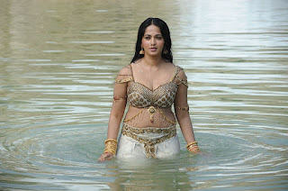 Anushka Shetty Taking Bath in Traditional Ghagra Choli spicy Pics