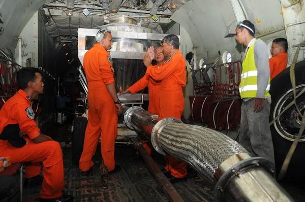 Kisah Heroik Skadron Hercules TNI AU Redakan Asap Riau