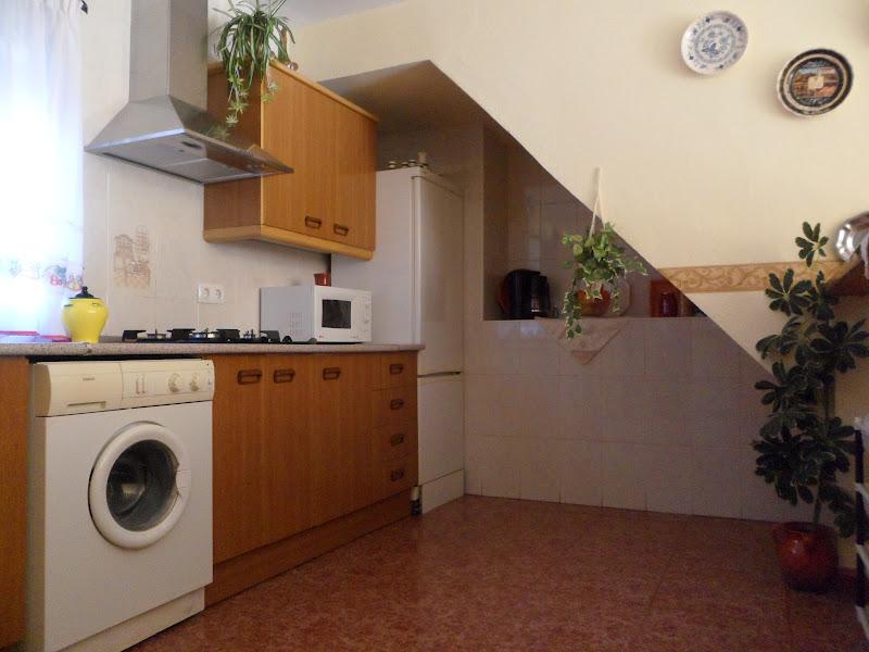 Vivienda rural la lieva aracena fotos de la cocina for Muebles de cocina basicos