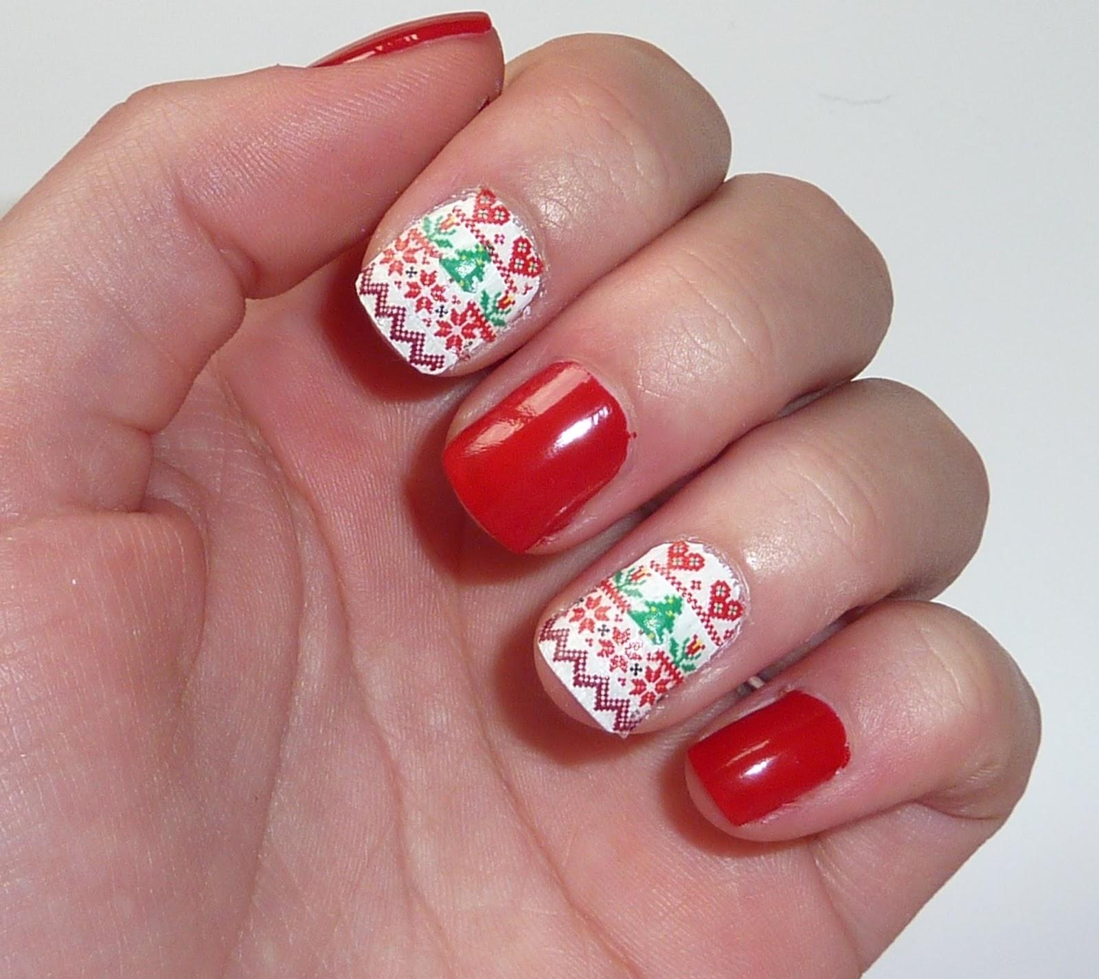 Sophie Jenner Nails Christmas Jumper Nail Art