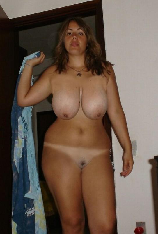Brasilianerin mit dicken Hänge Titten
