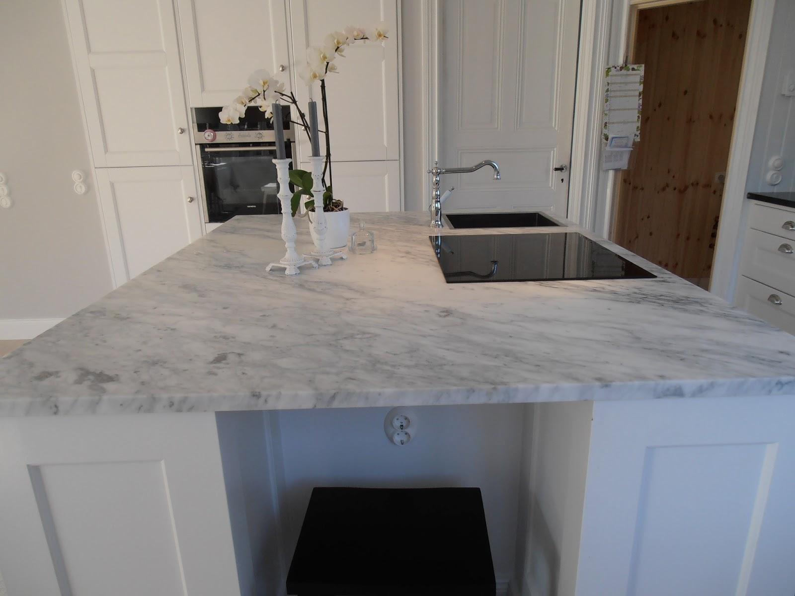 Platsbyggt Kok Sekelskifte : Carraramarmorn or voldigt vacker och vi or glada over att vi