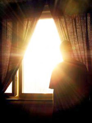Sonce skozi okno. Sun through a window.