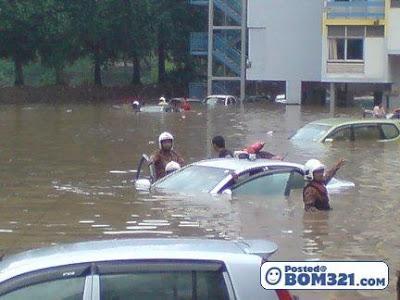 Banjir Di Multimedia Kolej Jalan Semarak 24.2.2011 (Gambar)