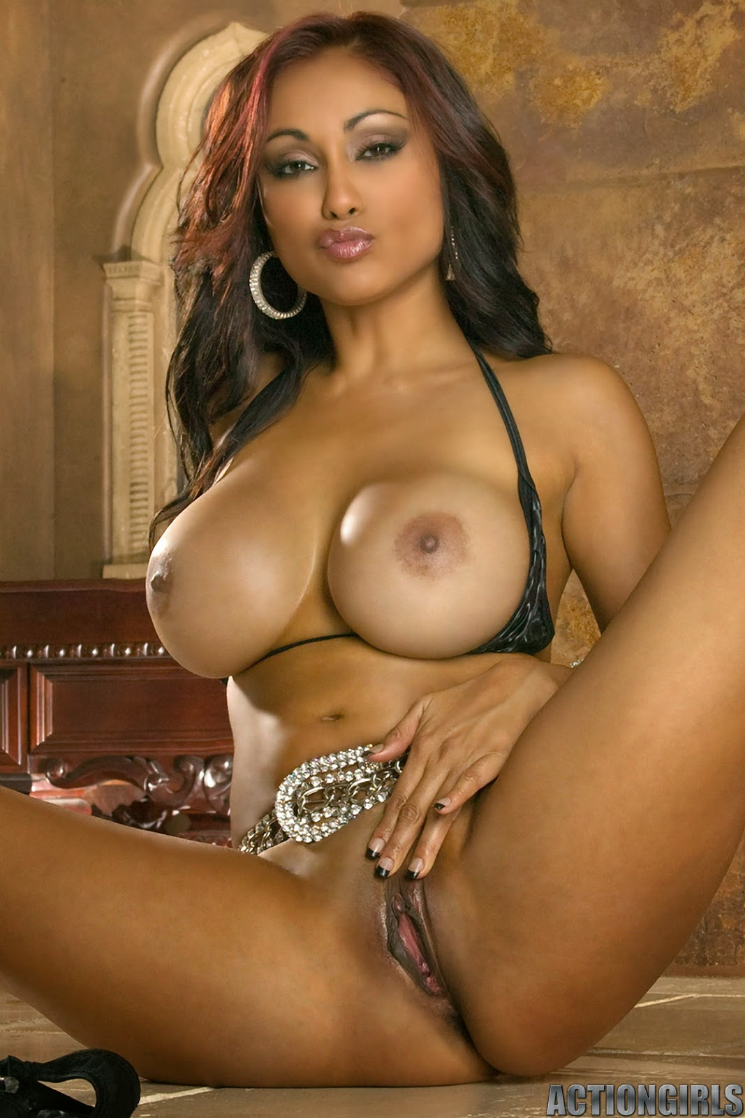 nude man with priya rai