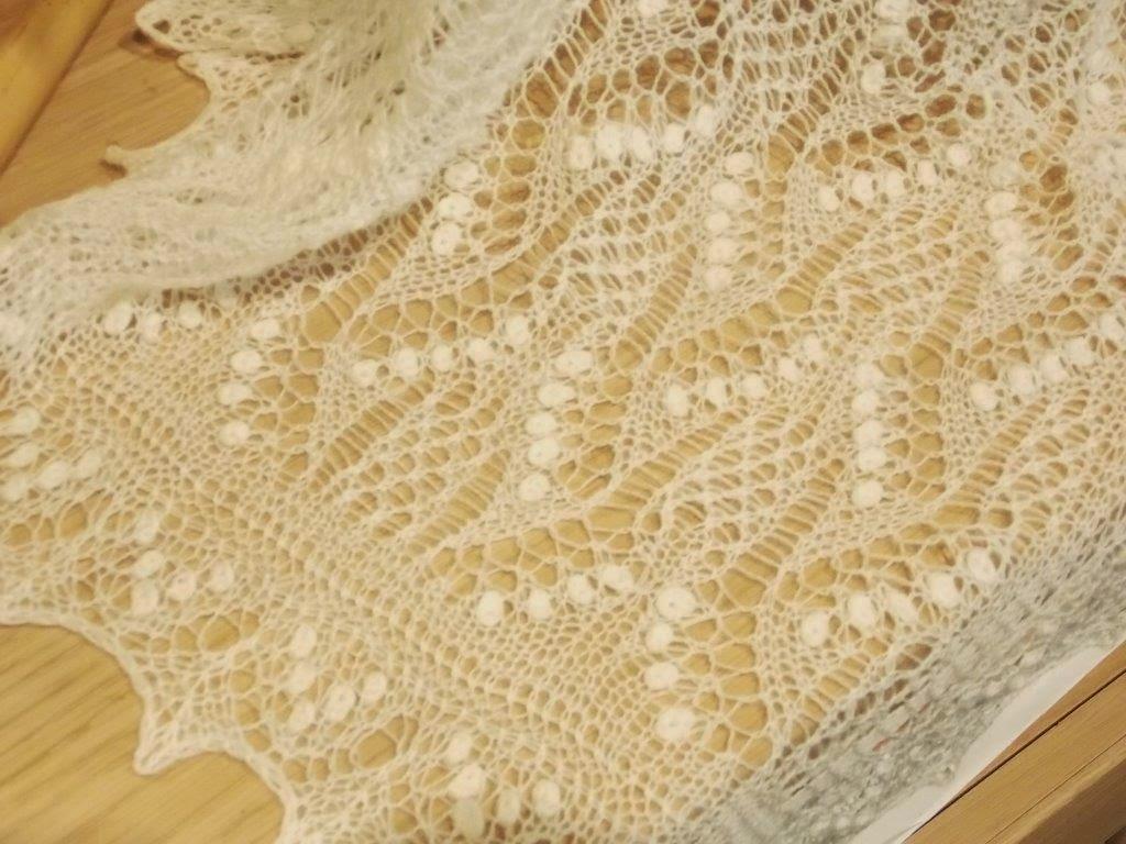 TE KOOP: Lelie van dalen shawl met dubbele lelies.