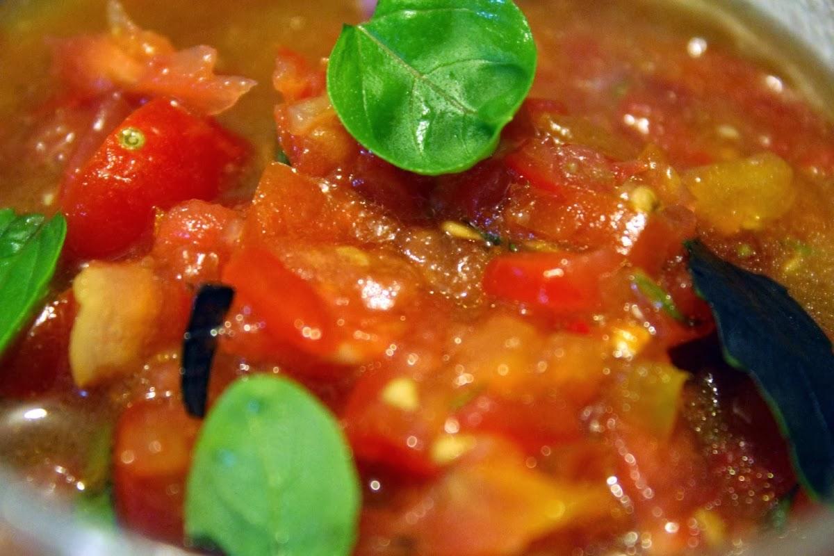 Macarrão com Molho de Tomate-Cereja (vegana)