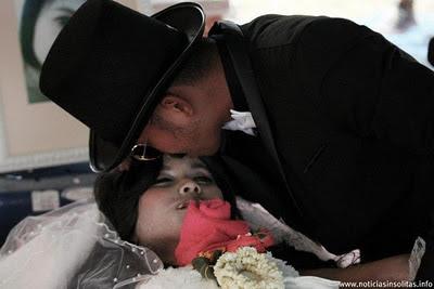 hombre se casa con un cadaver