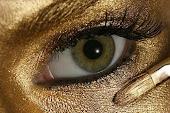 Arany szemfesték.