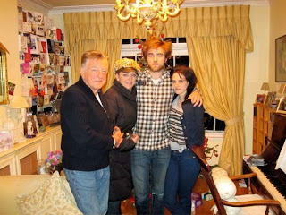 1 Robert Pattinson Kristen Stewart Robs Family %Category Photo