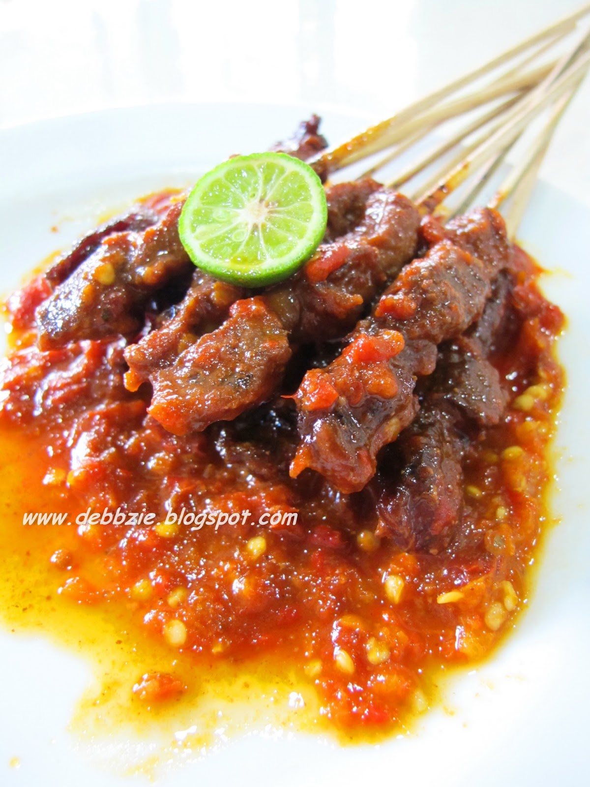 Sate Plecing (beef sate with plecing sauce)