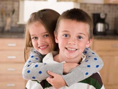 Gemelos - Twee meisjes en een jongen ...