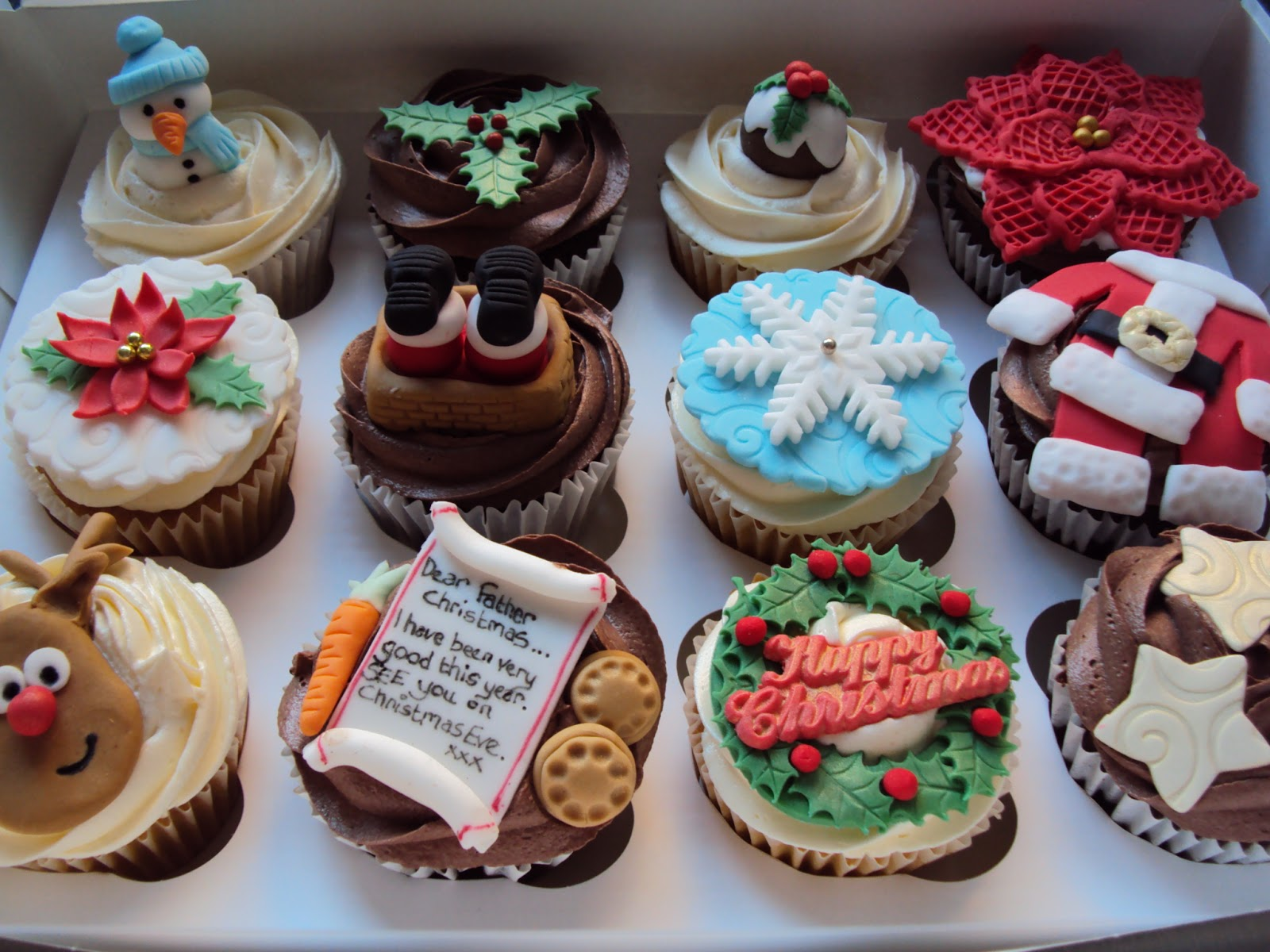 Cake Designs Using Cupcakes : I Dream Of Cake: Christmas Cupcake Designs...