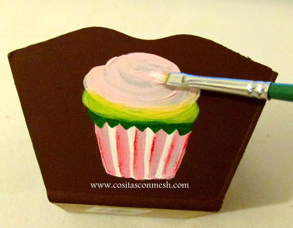 7 luego pintare los detalles del cupcake podemos poner - Pinturas para pintar madera ...