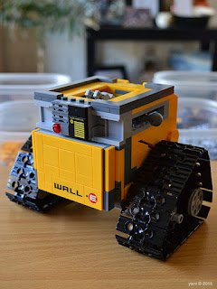 lego wall-e: cube on wheels