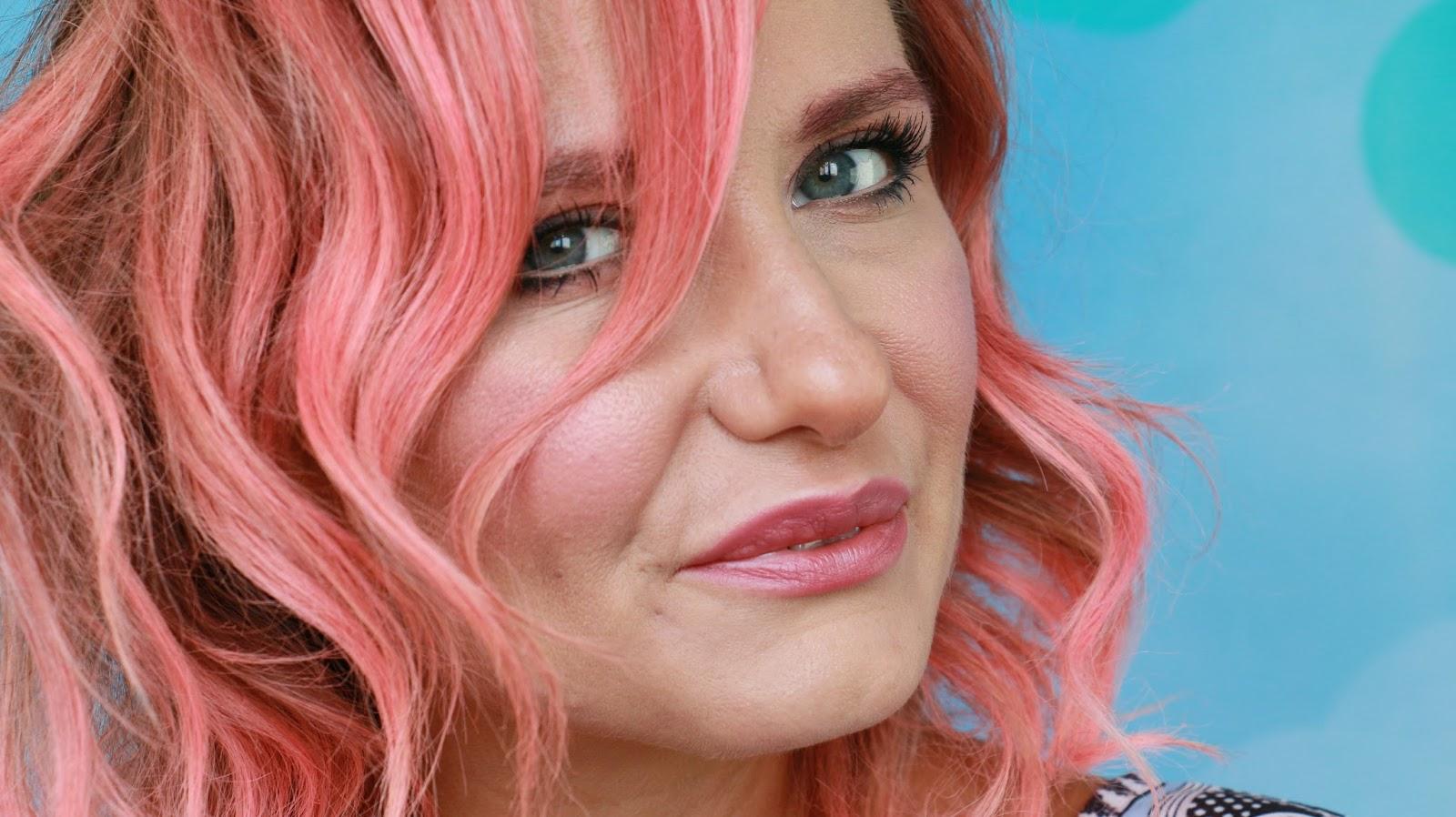 Kiralık Aşk Defne Dizi Saç Rengi ve Modelleri