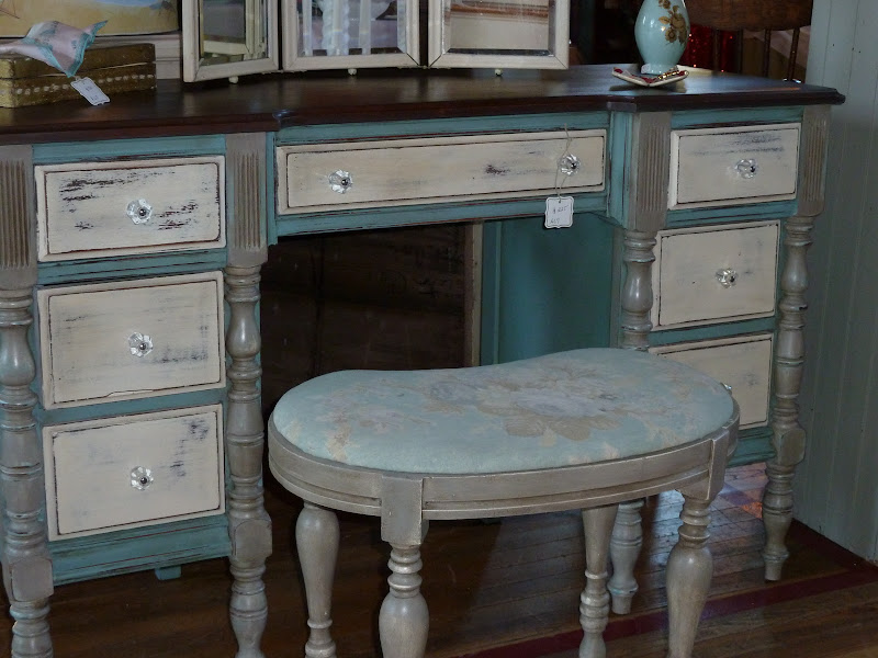 Old White Annie Sloan Chalk Paint with Dark Wax