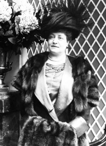 Marguerite Durand, 1910.